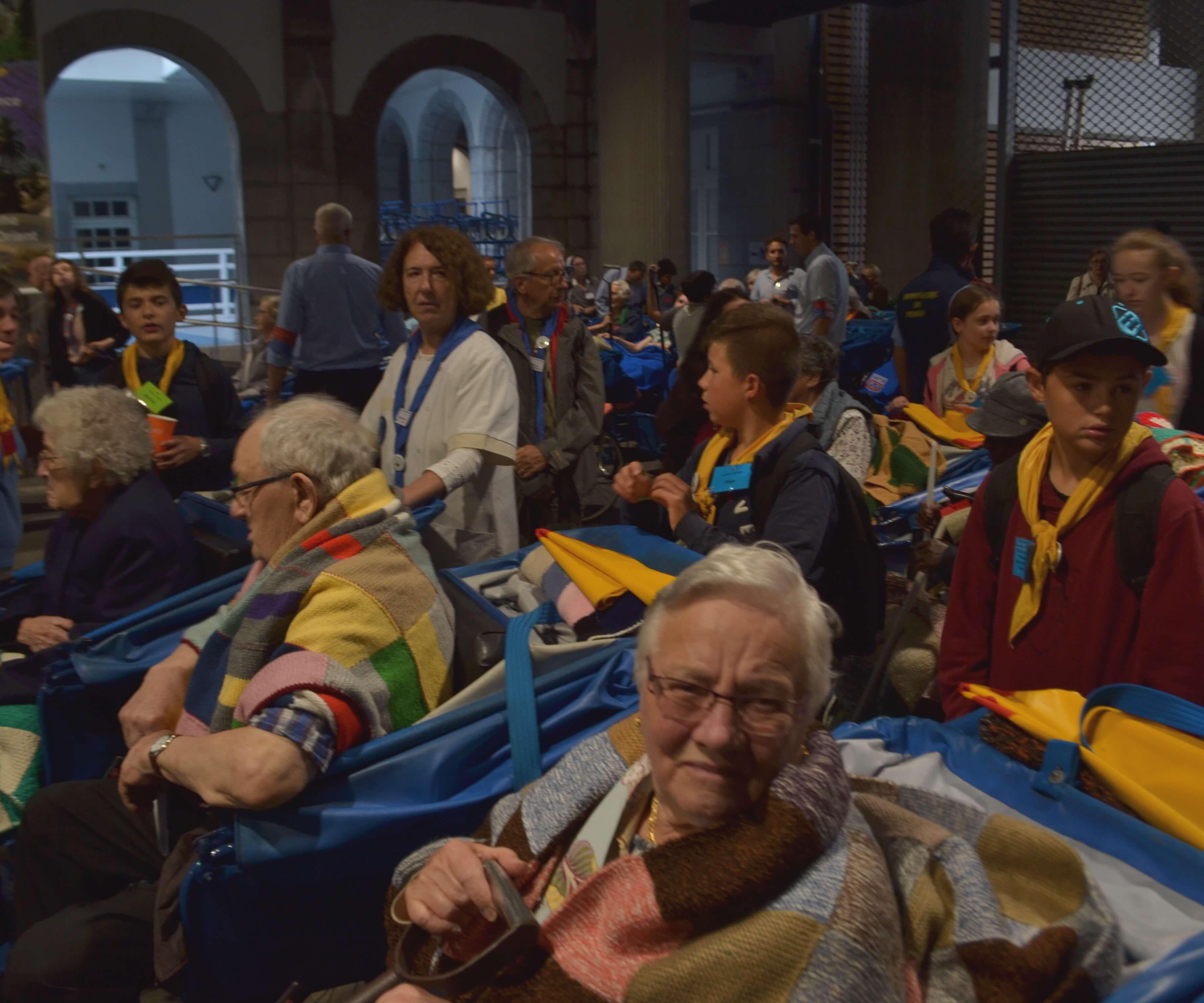 004.Départ pour la Messe internationale