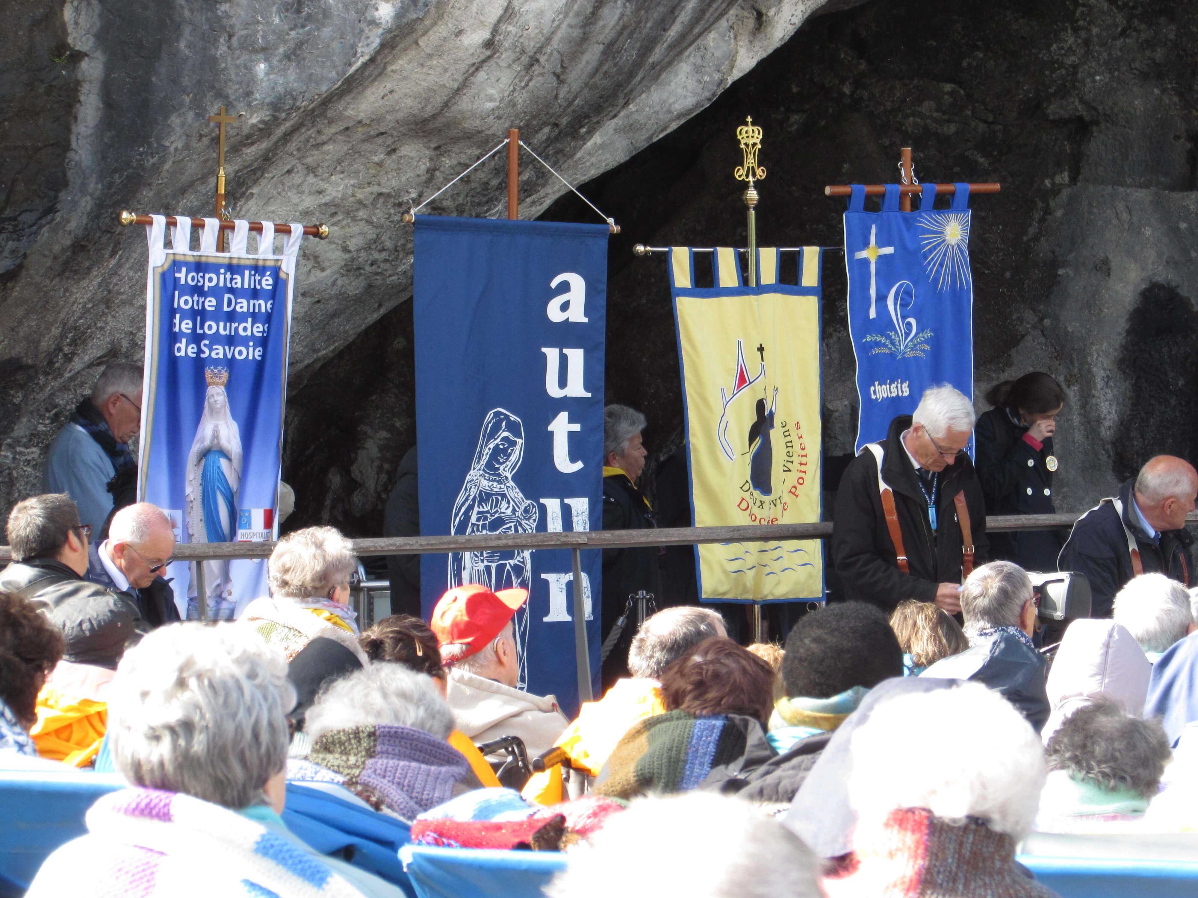 03.Messe à la Grotte