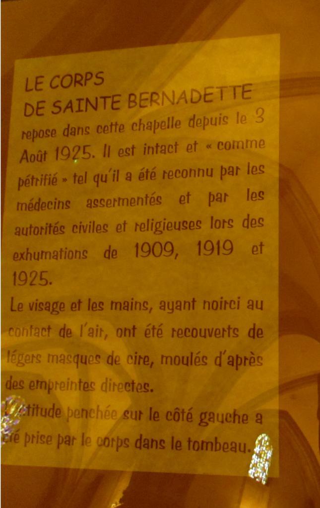 030.Explications sur le corps de Bernadette