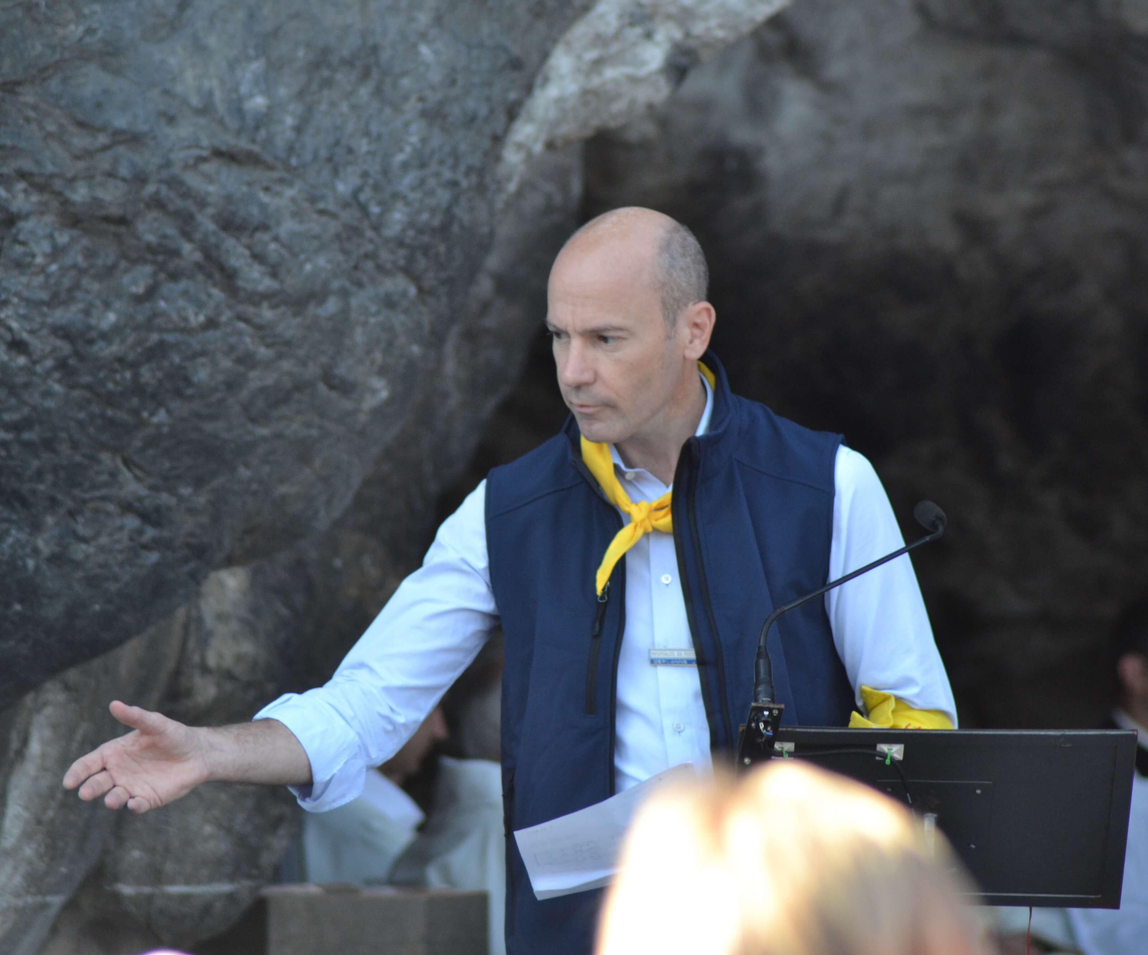 04.Messe à la Grotte