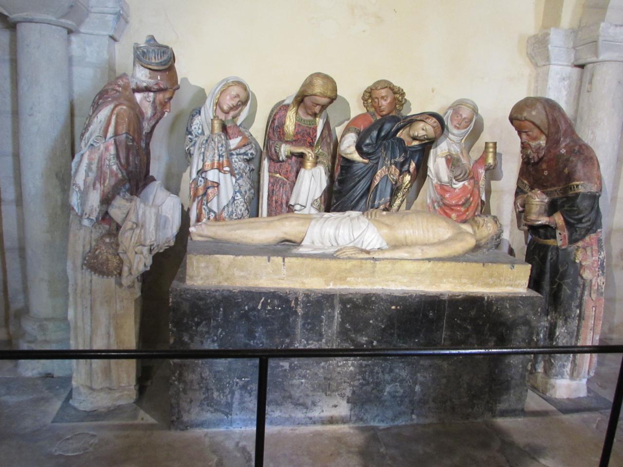 047.La mise au tombeau dans la crypte romane
