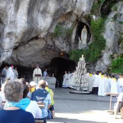 12.Messe à la Grotte