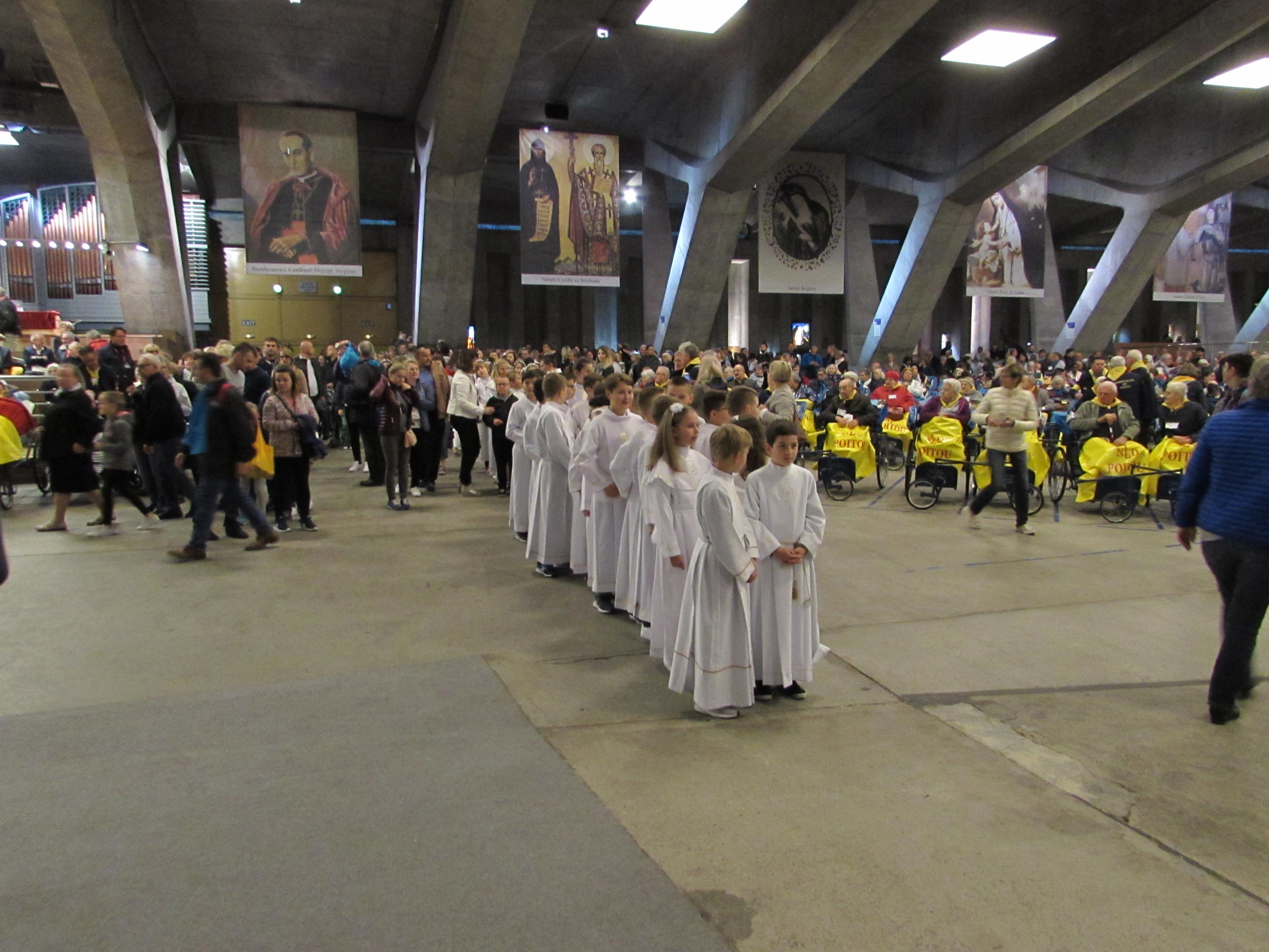 150 - Arrivée des 80 servants d'autel polonais