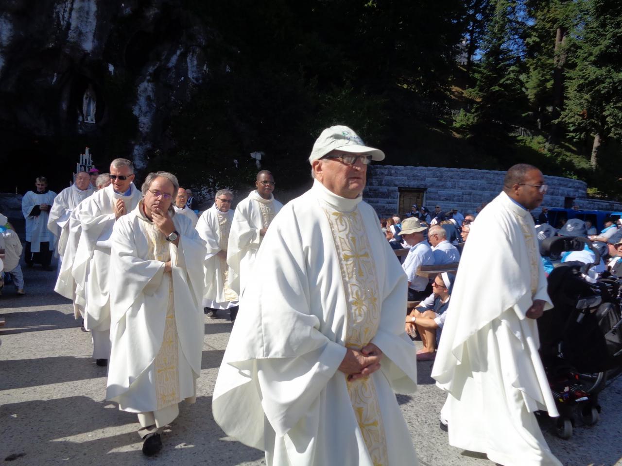 16.Messe à la Grotte