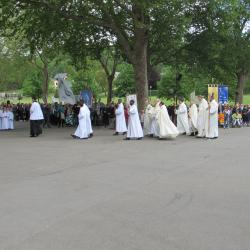182 - Procession Eucharistique