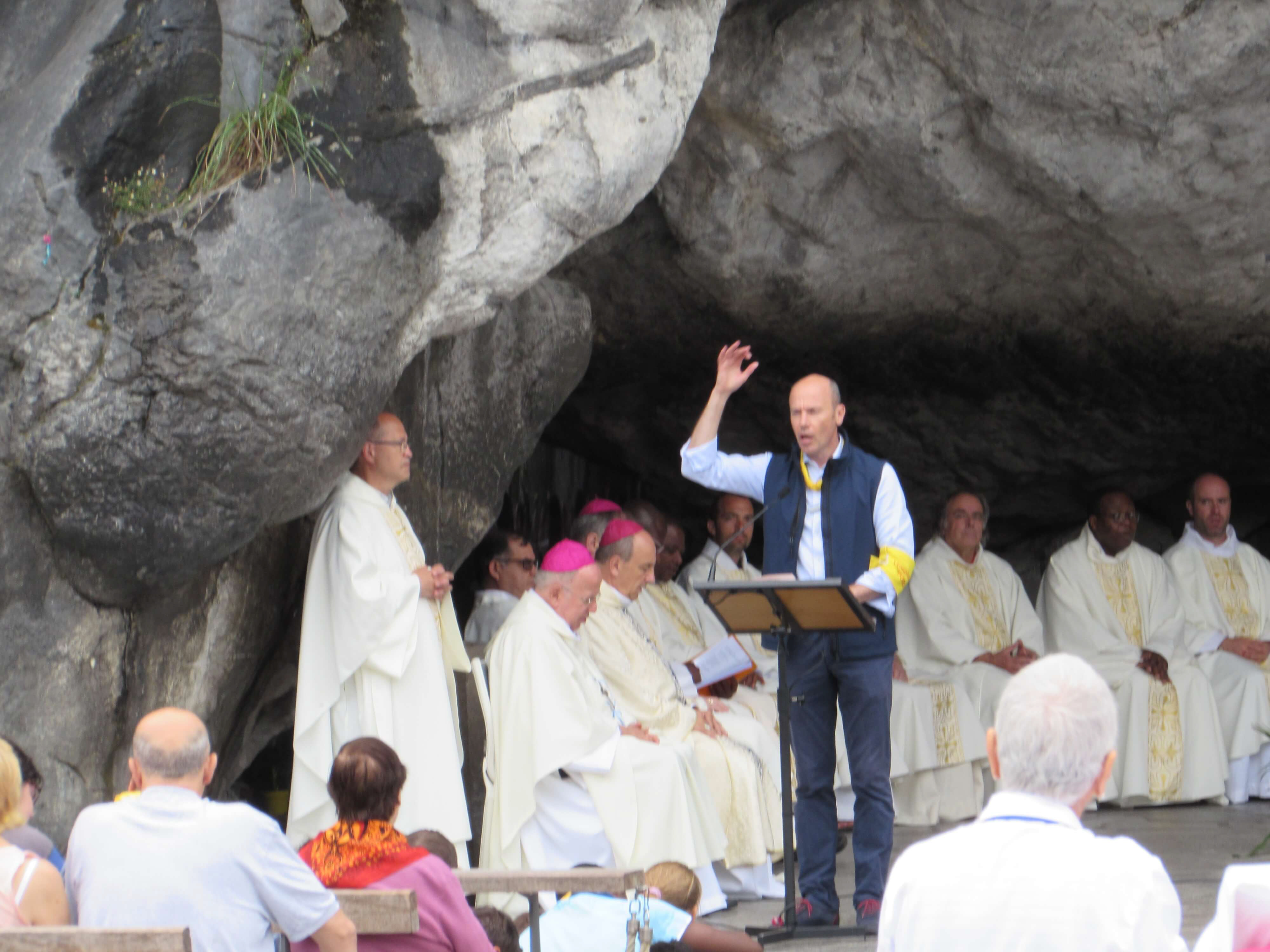19.Messe à la Grotte