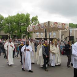207 - Procession Eucharistique