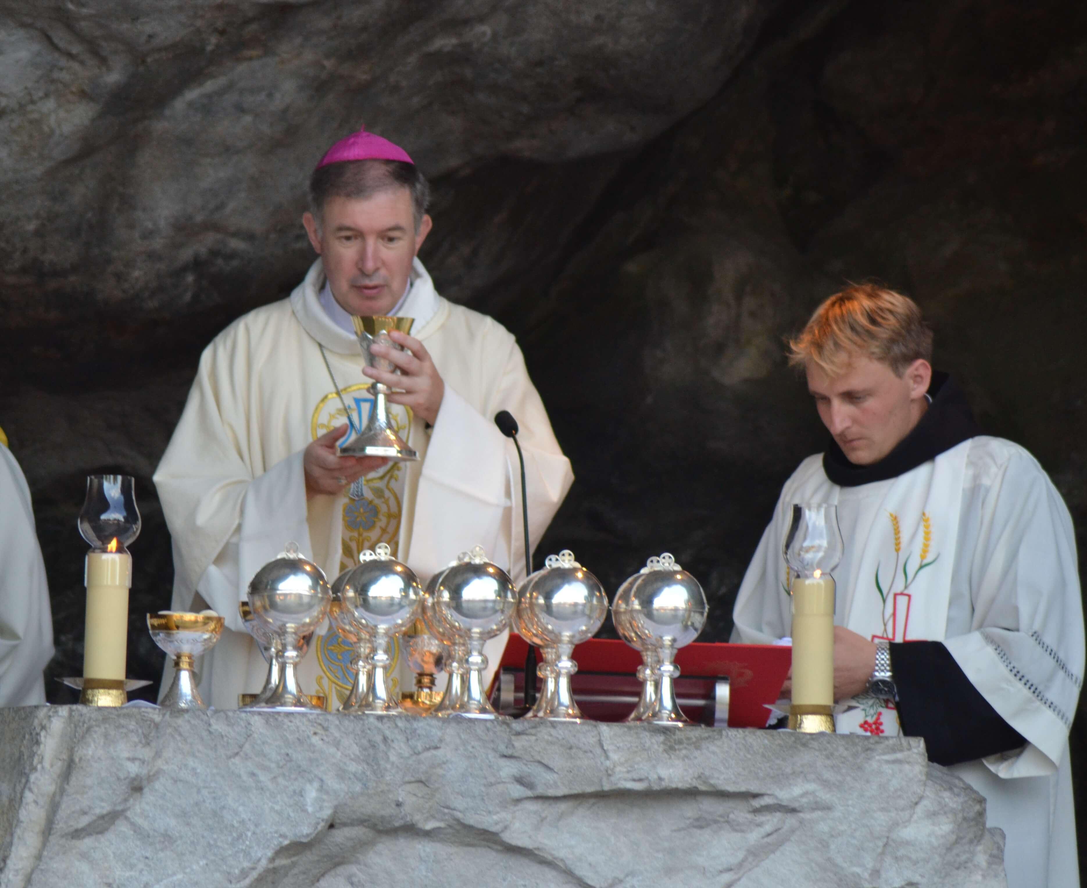 33.Messe à la Grotte