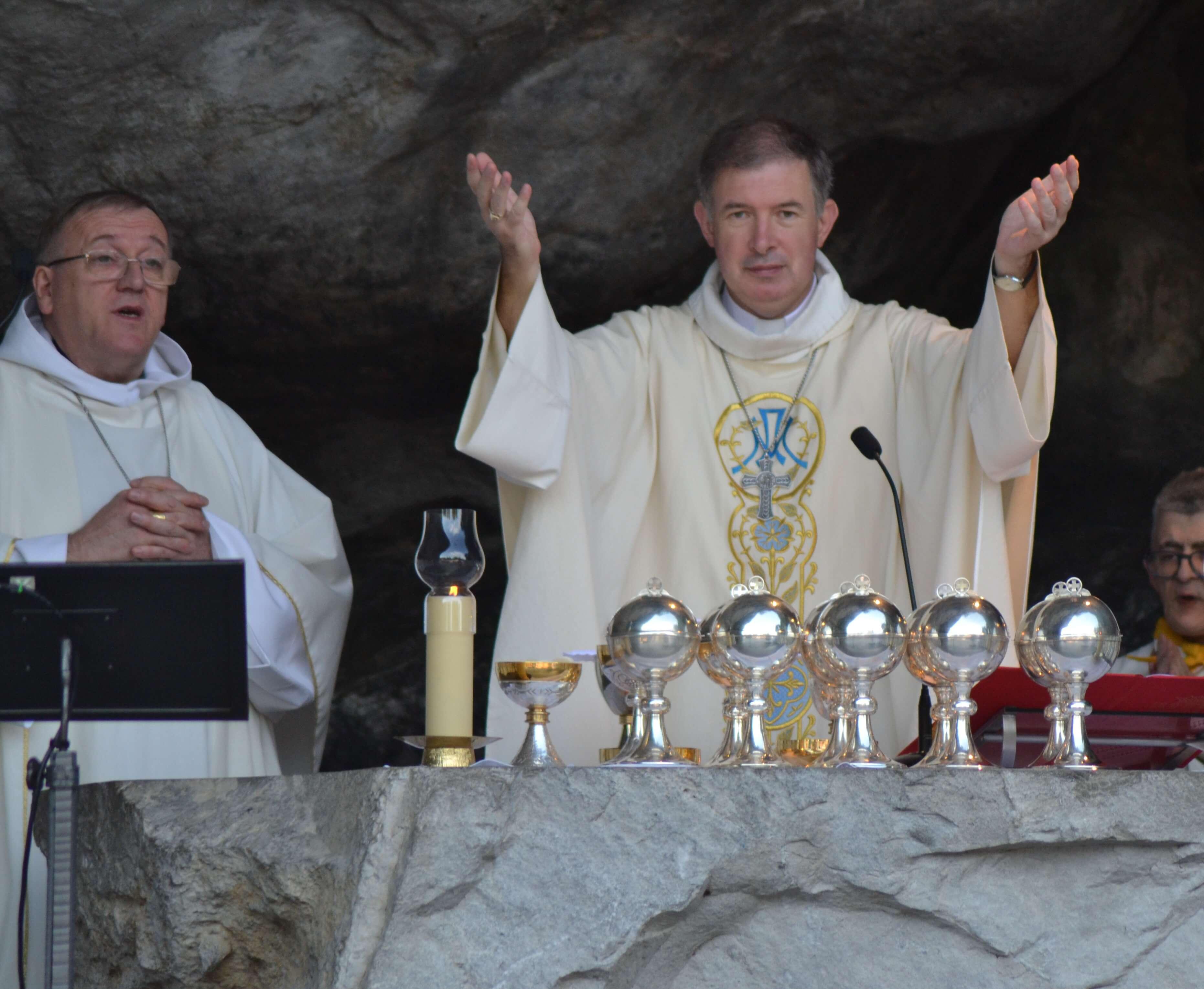35.Messe à la Grotte
