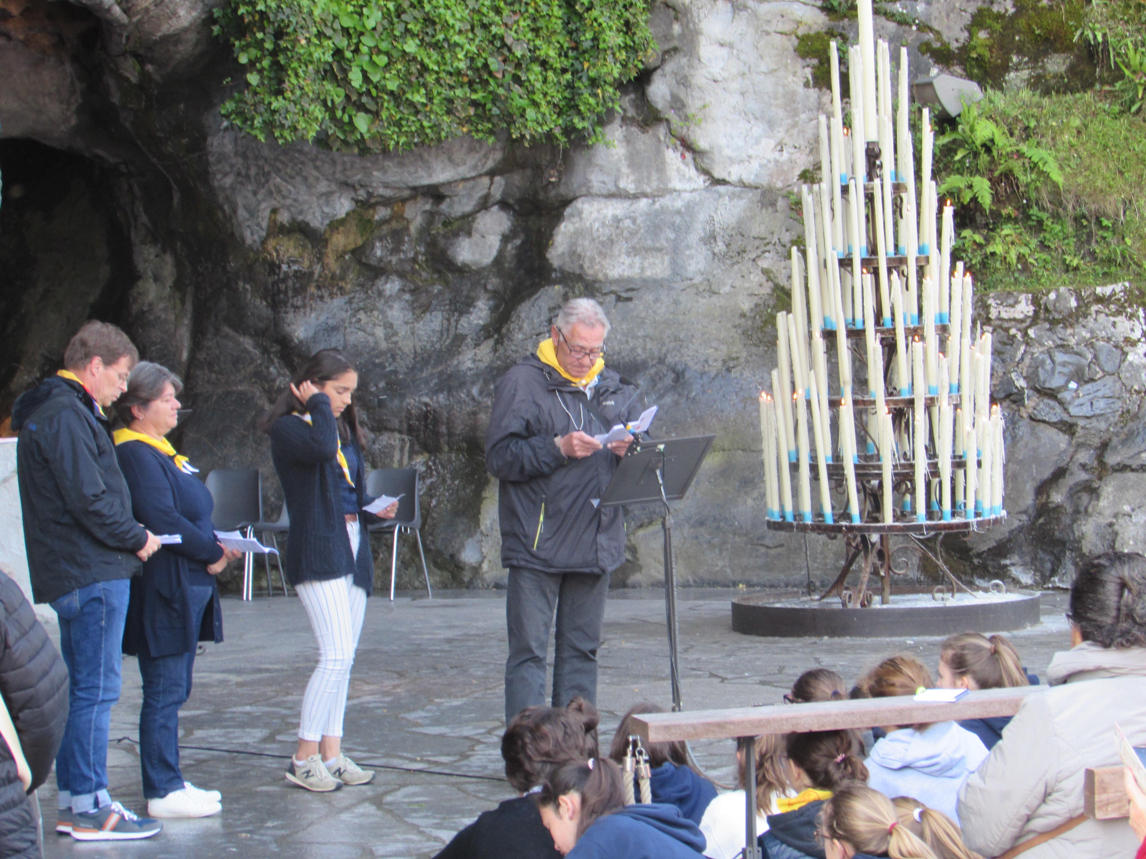 55 - Messe à la Grotte
