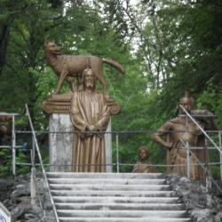 Ième Station - Jésus est condamné à mort