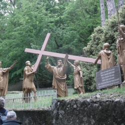 IIème Station - Jésus est chargé de sa croix