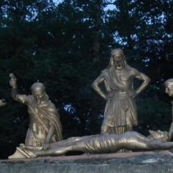 XIème Station - Jésus est cloué sur la croix
