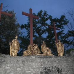 XIIIème Station - Jésus est descendu de la croix et remis à sa Mère