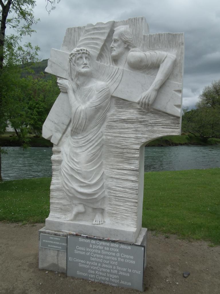 V - Simon de Cyrène aide Jésus