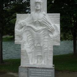 X - Jésus est dépouillé de ses vêtements